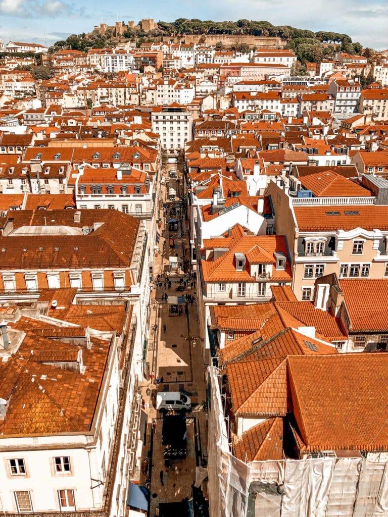 Dächer Lissabons von Die Touristenattraktion Elevador de Santa Justa