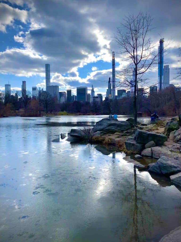Teich im Central Park im Frühling