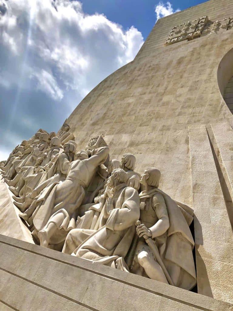 Das Denkmal der Entdeckungen von außen