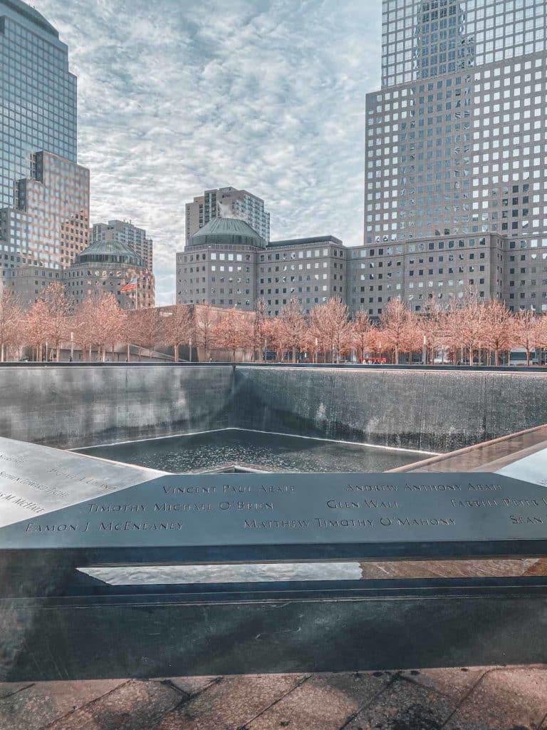 Der Ground Zero und die Gedenktafeln in New York