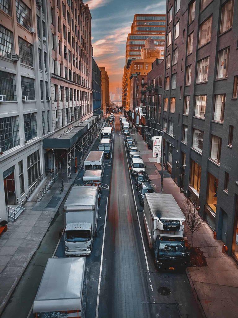 Die Nebenstraßen von New York vom High Line Park aus