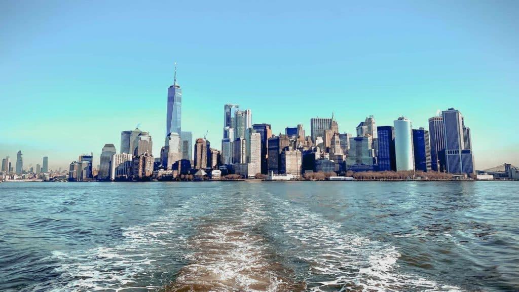 Die Skyline des südlichen Manhattans von der Liberty Cruise