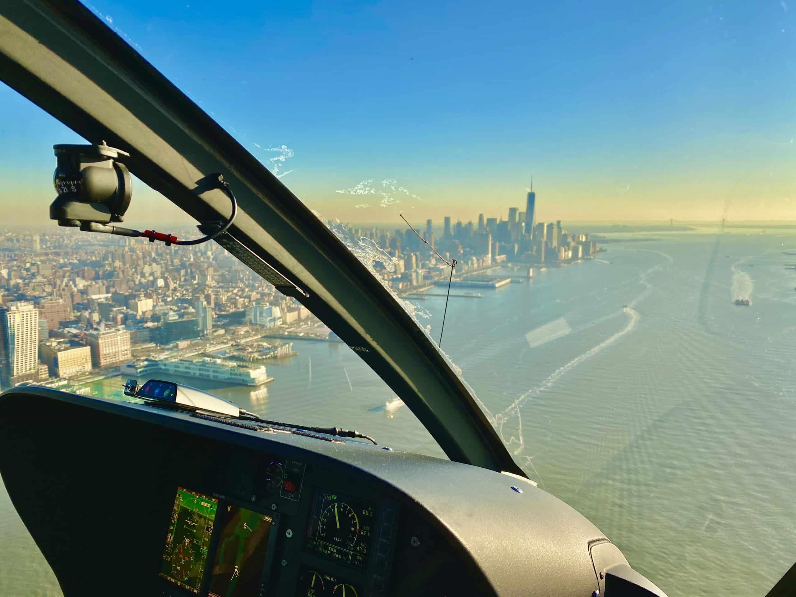 Über dem Hudson River im Helikopter