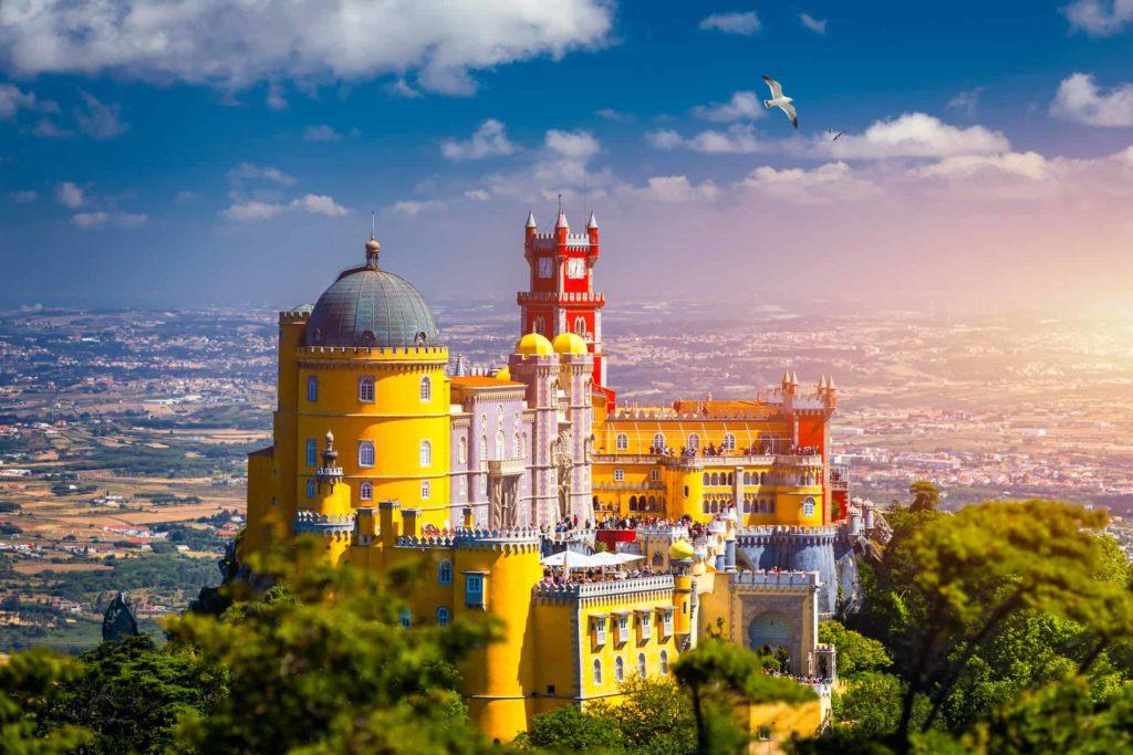 Luftbildaufnahme des Pena Palast in Sintra