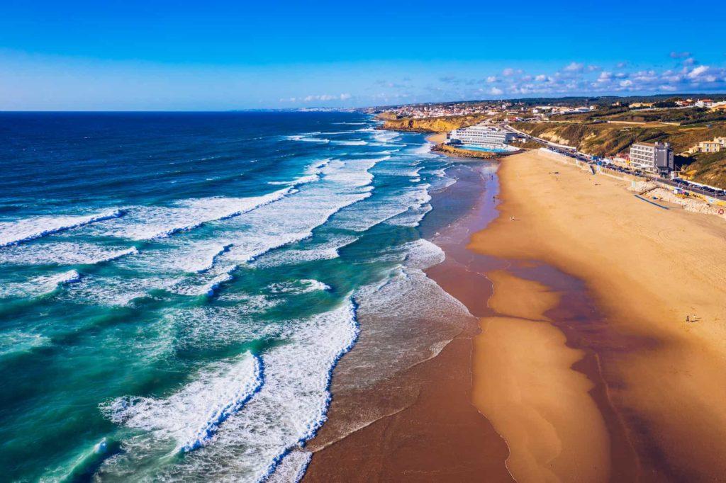 Praia Grande ist ein wunderschöner Strand in Sintra