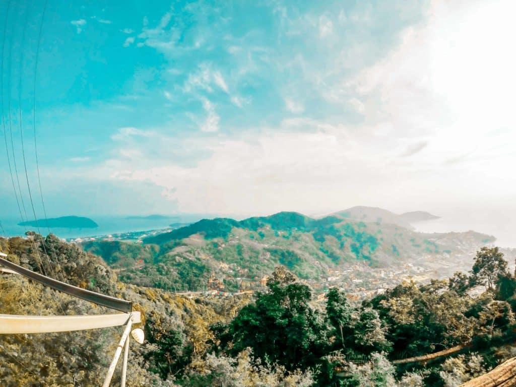 Die Aussicht vom Big Buddha über den Dschungel