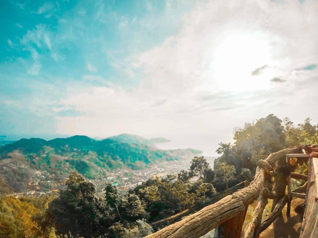 Aussicht vom Big Buddha über den Dschungel Thailands