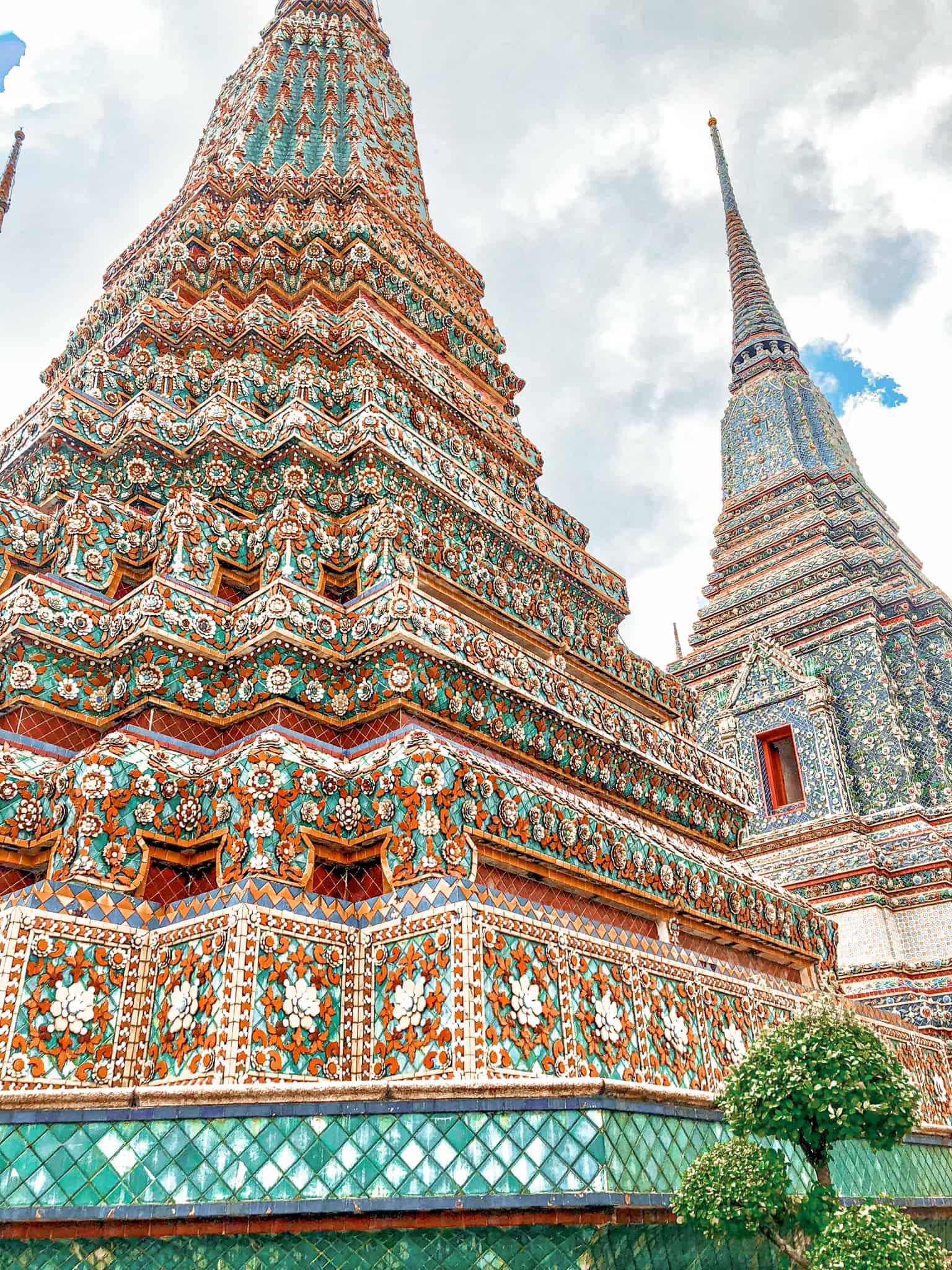 Im Zentrum der historischen Altstadt von Bangkok liegt der War Pho Tempel