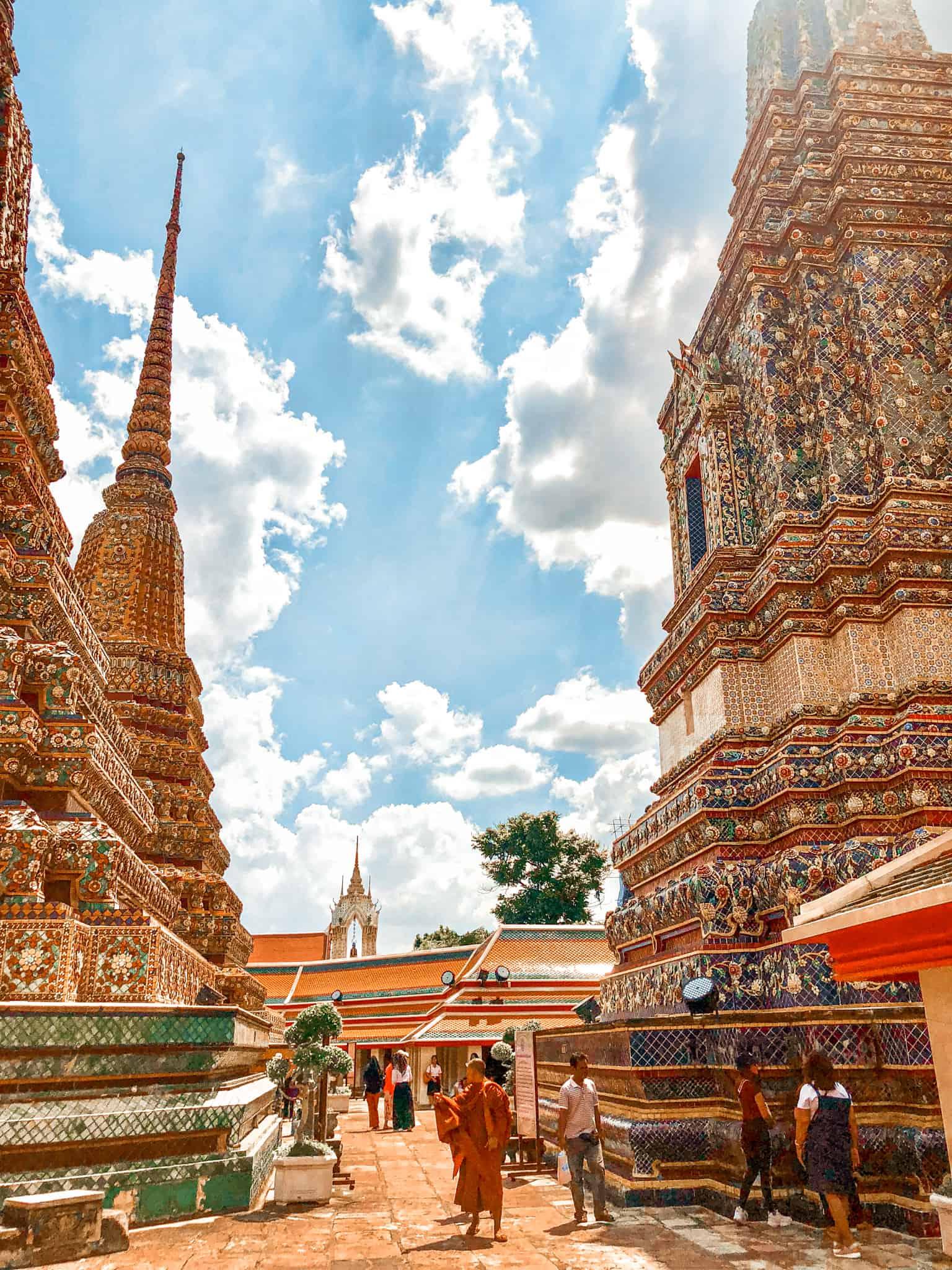 Wat Pho zieht jeden Tag massenweise Touristen an