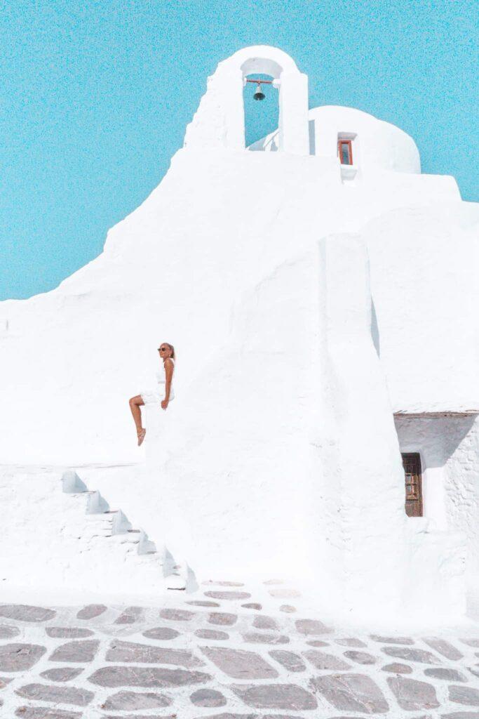 Paraportiani Kirche mit ihrer weißen Fassade